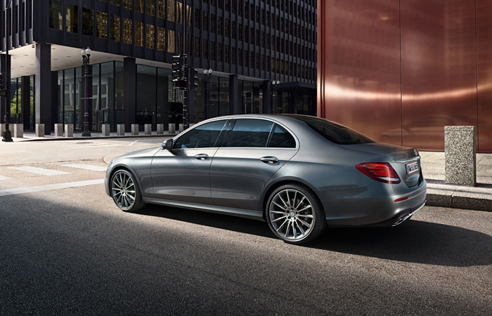 mercedes_benz_business_solutions_e_klasse_sedan_700x450_02